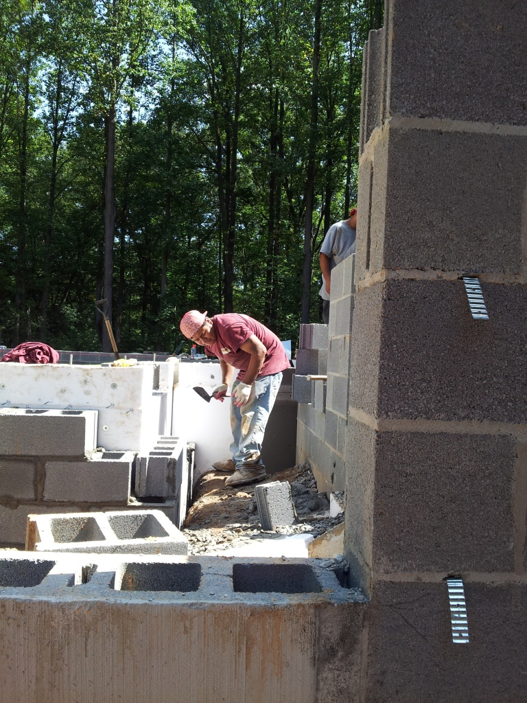 passive house foundation designed to prevent thermal bridging