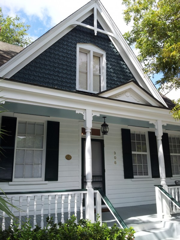 vintage shingle style home in beaufort, sc